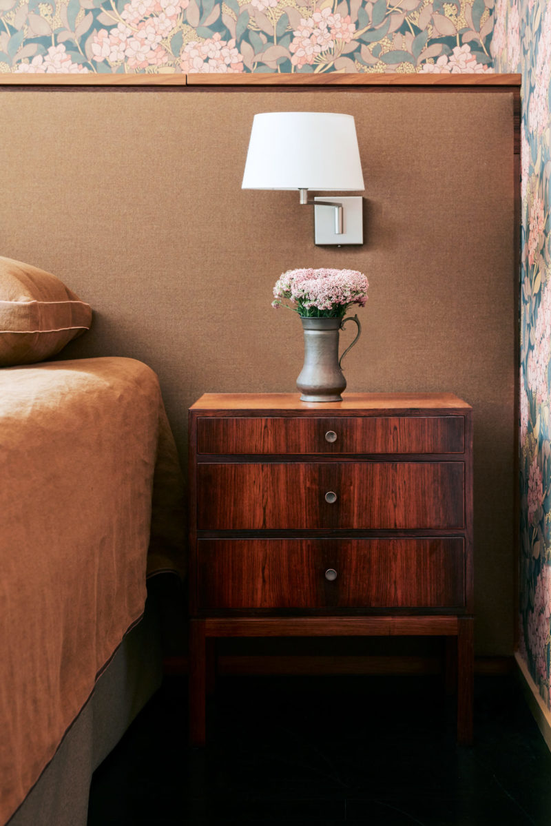 palo-alto-master-bedroom-bedside-table